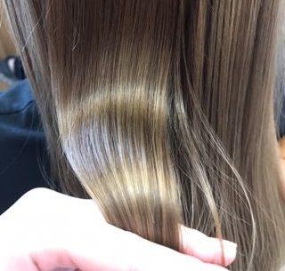 美しい髪はブラッシングから!ブラッシングの効果と正しい方法
